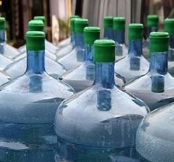 Location ou achat de fontaines à eau avec bonbonnes ?